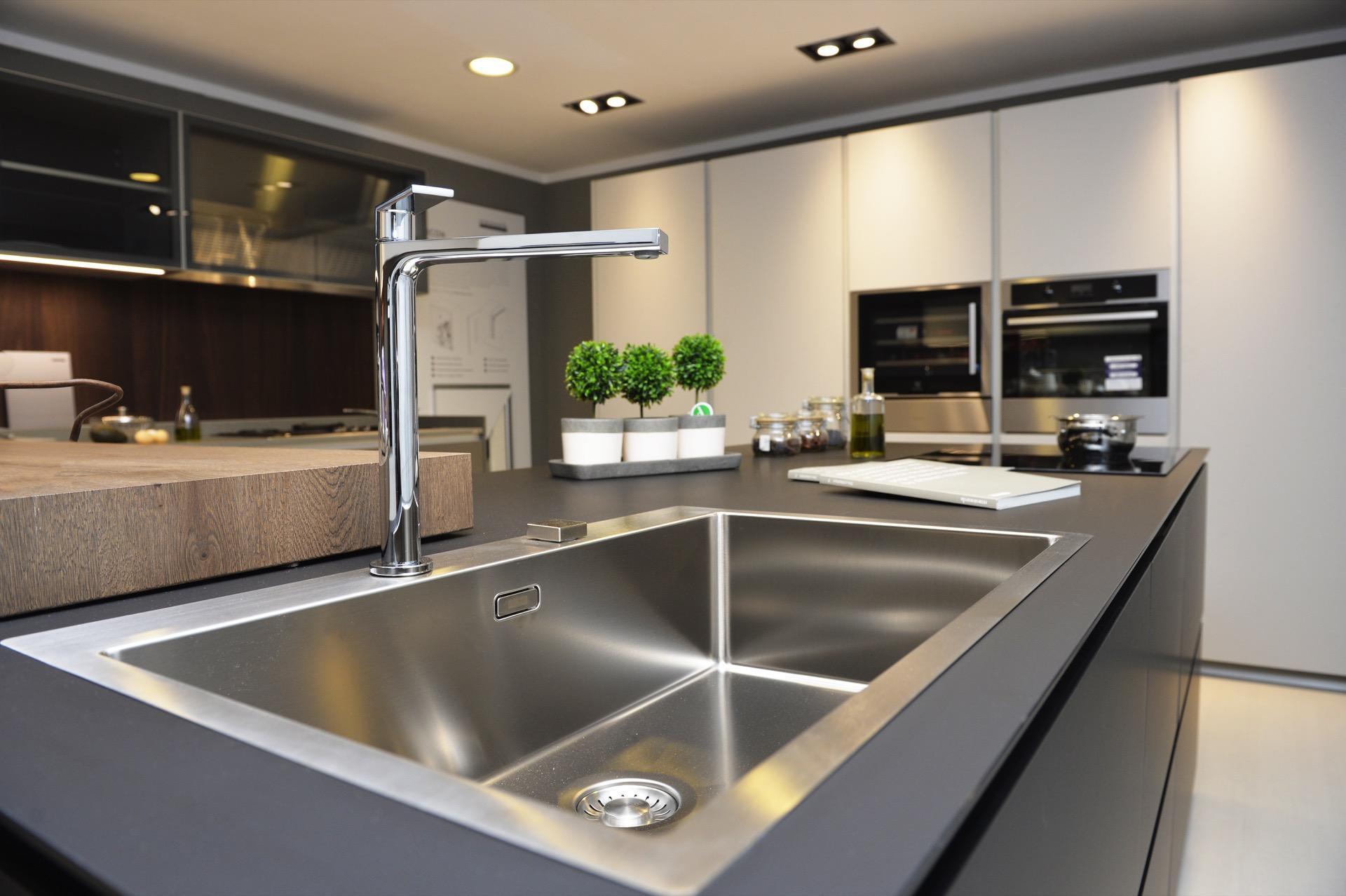 Rivenditori cucine bagni e living scavolini per torino e for Rivenditori cucine